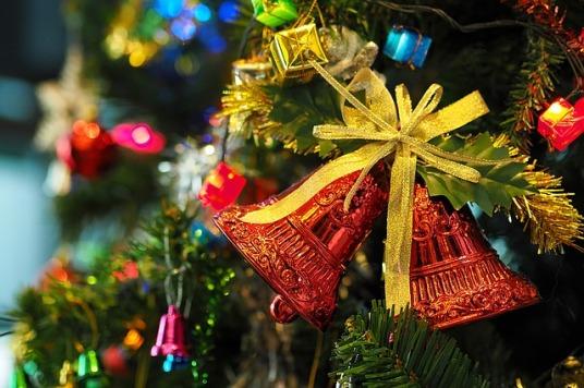 the-christmas-tree-1081321_640